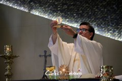P-Anselmo-Consagracion-del-Cuerpo-de-Cristo