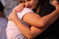 Abrazo-dos-del-publico