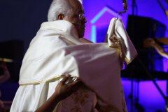 Sr-Obispo-con-el-Santisimo